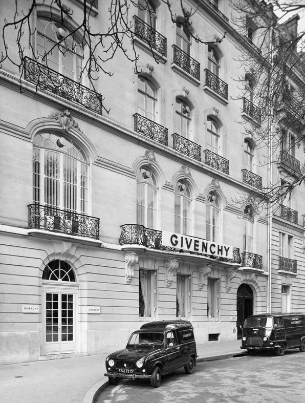 Givenchy heaquarters on Avenue George 1959