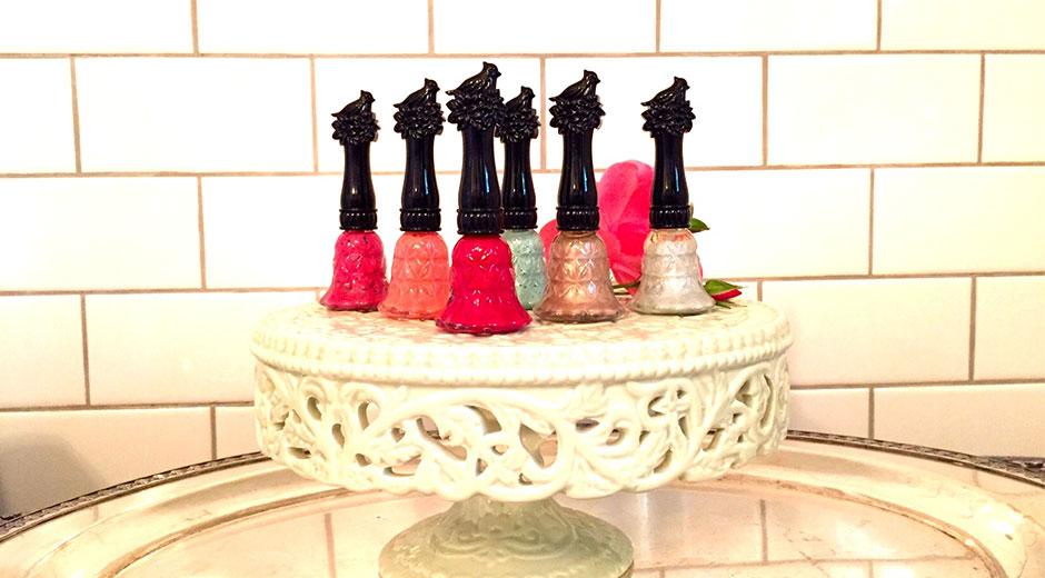 Anna Sui Bells Ring nail colour