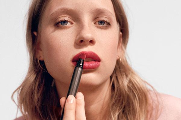 burberry lip velvet crush model