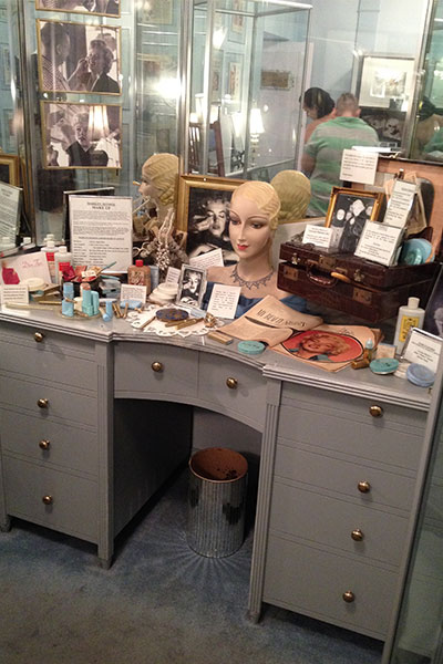 marilyn Monroe's makeup desk