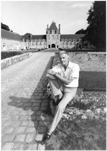 Hubert de Givenchy, couturier franÁais, chez lui au Jonchet. Romilly-sur-Aigre (Eure-et-Loir).