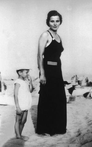Giorgio Armani with his mother in 1939