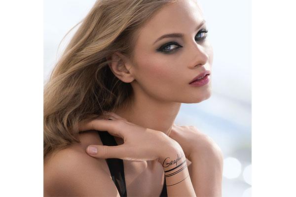 clarins graphik makeup collection model